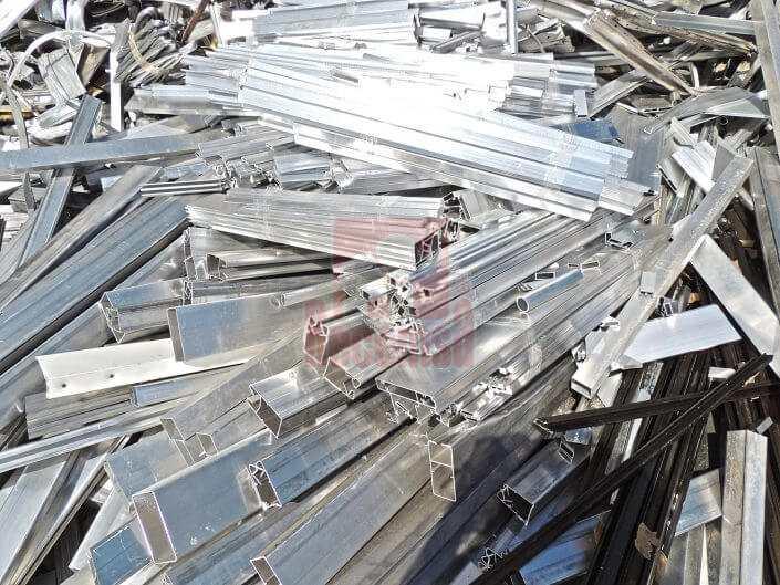 Perfil de aluminio anodizado