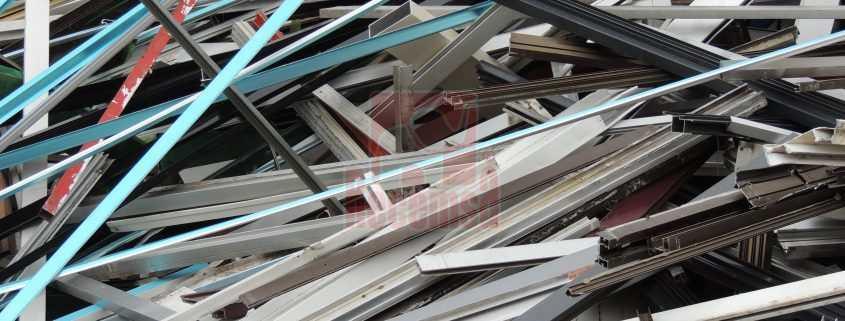 Chatarra aluminio de perfil lacado
