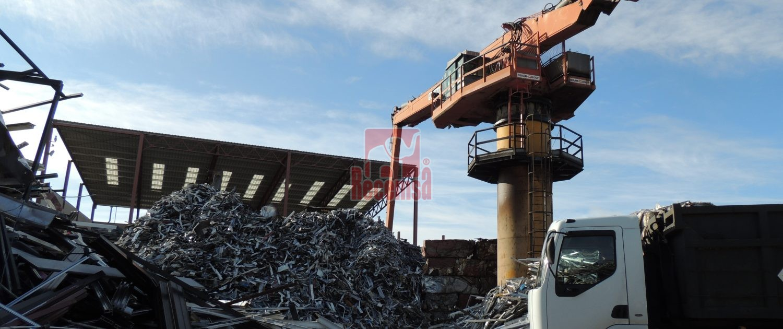 Una planta de reciclaje en Madrid, chatarreros del siglo XX